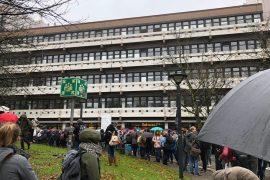 Das Emil-Figge-Gebäude der TU Dortmund wird wegen eines angeblichen Bombenfunds evakuiert.