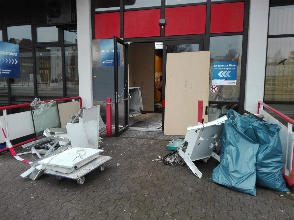 Unbekannte sprengen Geldautomaten an der TU-Mensa