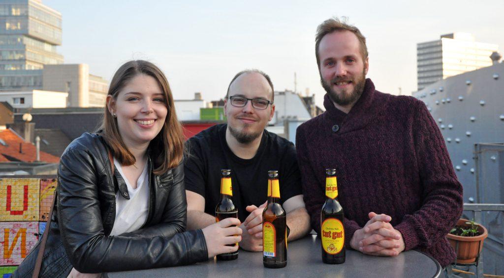 Lea, Alex und Tobias wollen die Blockchain-Technologie in mittelständischen Unternehmen etablieren. Foto: Sven Lüüs