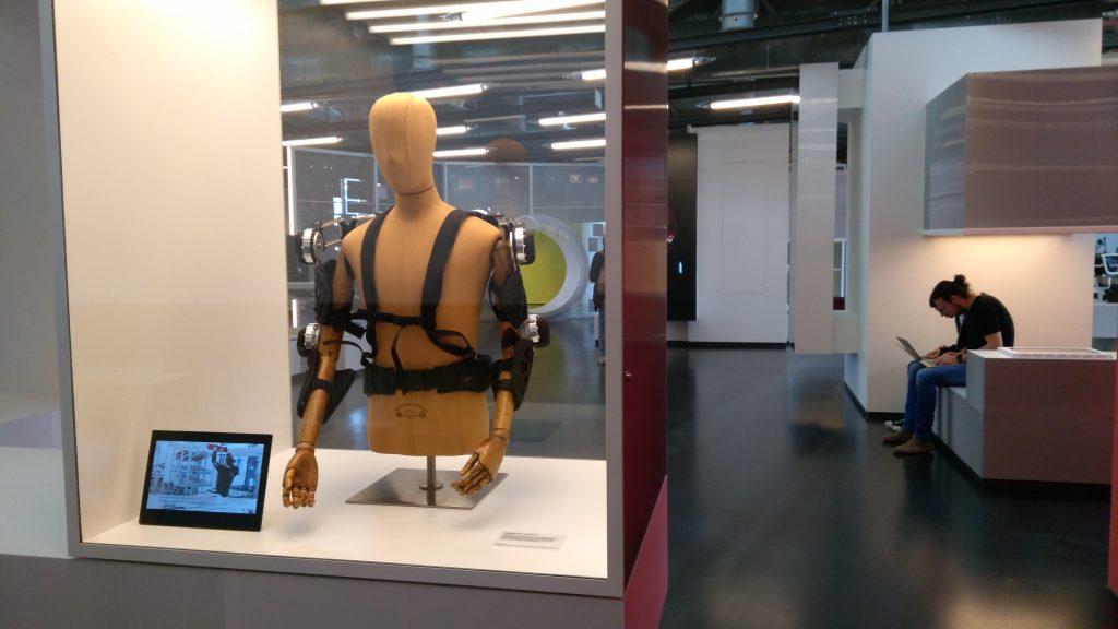 Die Arbeit der Zukunft wird immer mehr von Computern und Robotern übernommen. Damit der Mensch bei dieser Entwicklung nicht unter die Räder gerät, muss Bildung komplett neu gedacht werden.