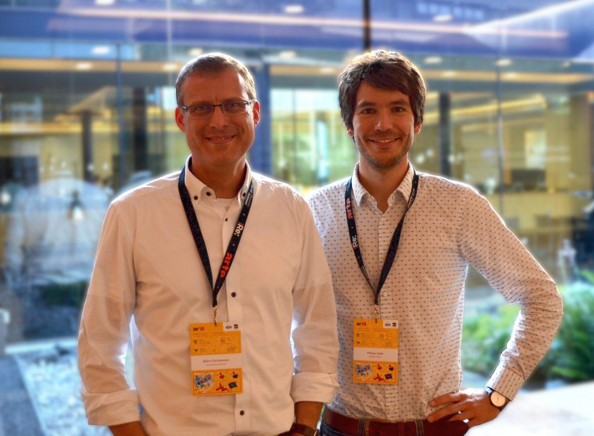 Statistikprofessor Björn Christensen (v. l.) und Datenjournalist Philipp Seibt wollen für den Umgang mit Statistiken sensibilisieren. Foto: Johannes Ahlemeyer