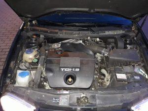 Offene Motorhaube eines Dieselfahrzeuges. Bild: Niko Wiedemann, KURT