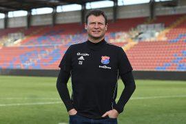 Trainer Claus Schromm von der SpVgg Unterhaching. Foto: Calvin Remmert