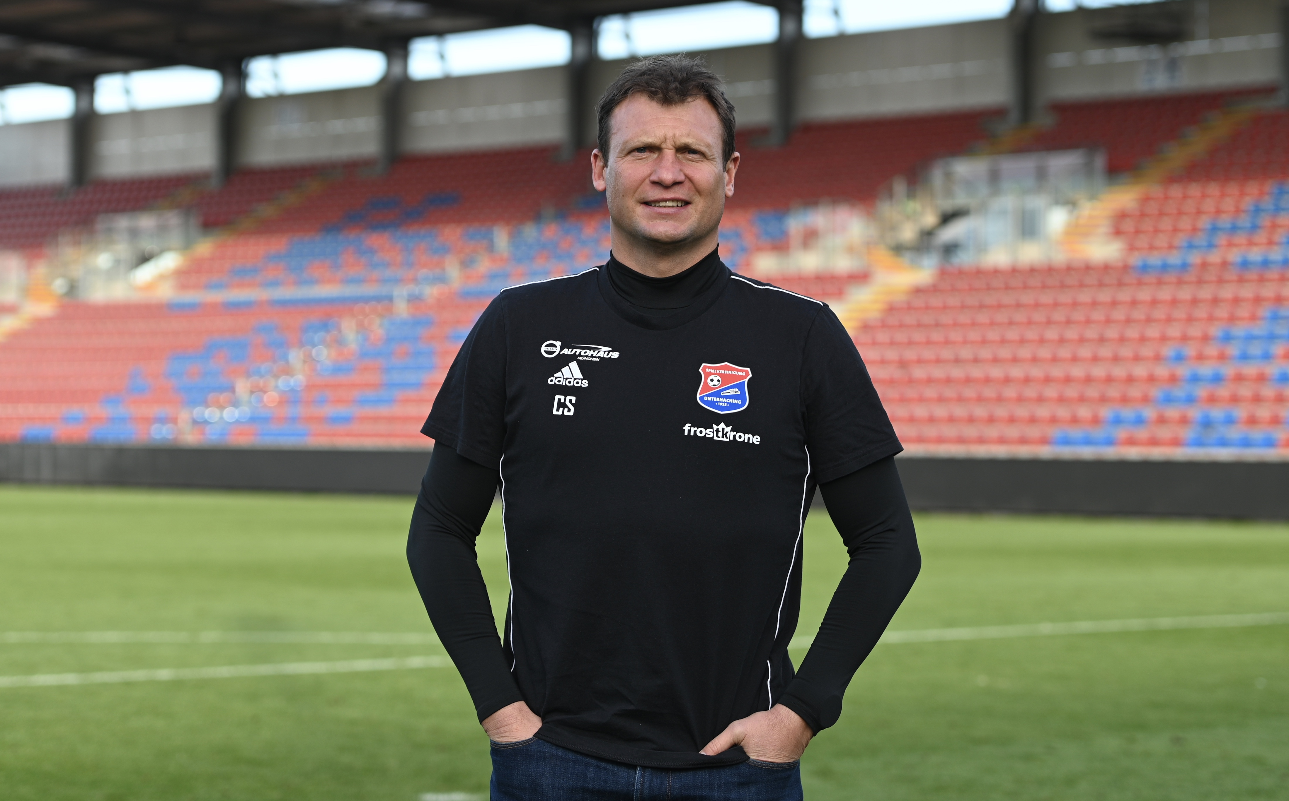 Claus Schromm ist Fußballtrainer der Profimannschaft von Unterhaching und äußert sich zu Trainerdiskussionen. Foto: Calvin Remmert