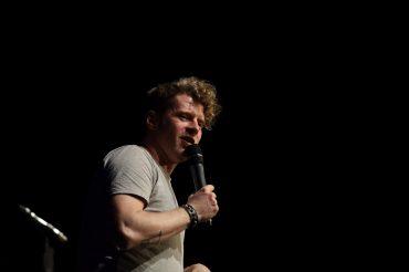 Jay Nightwind steht auf der Bühne, betreut aber auch die U20 Poetry Slammer.