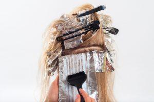 Die (vielleicht angehenden) Models bekommen bei GNTM auch die Haare gemacht.