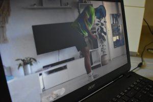 FFW-Trainer Kevin Pecnik gab während des Corona-Lockdown digitale Trainingskurse aus seinem Wohnzimmer.
